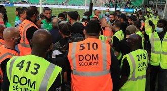 Nespokojení fanoušci St. Etienne: řádili při rozcvičce, hořely i sítě