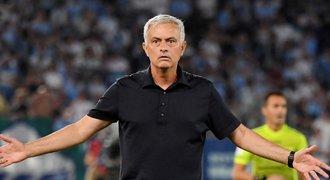 Mourinho odstavil čtyři hráče, opřel se do něj agent: Co se tím snaží říct?