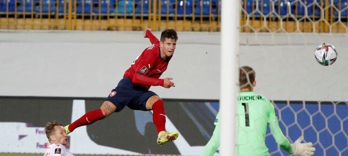 Adam Hložek dává druhý gól české reprezentace v zápase kvalifikace MS proti Bělorusku