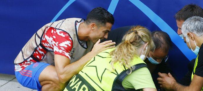 Cristiano Ronaldo při rozcvičce sestřelil jednoho člena ochranky