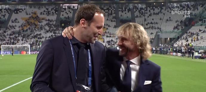 Před soubojem mezi Juventusem a Chelsea spolu poklábosili oba funkcionáři klubů Petr Čech a Pavel Nedvěd