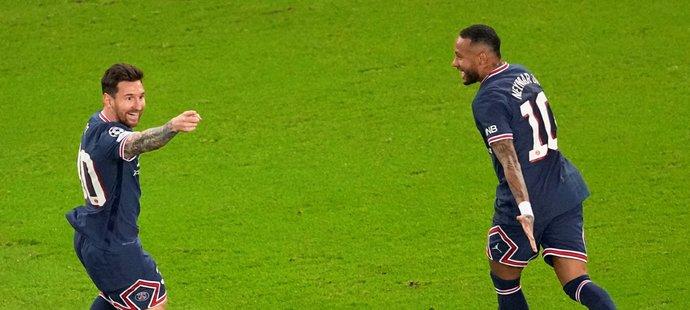 Lionel Messi se raduje ze svého prvního gólu v dresu PSG