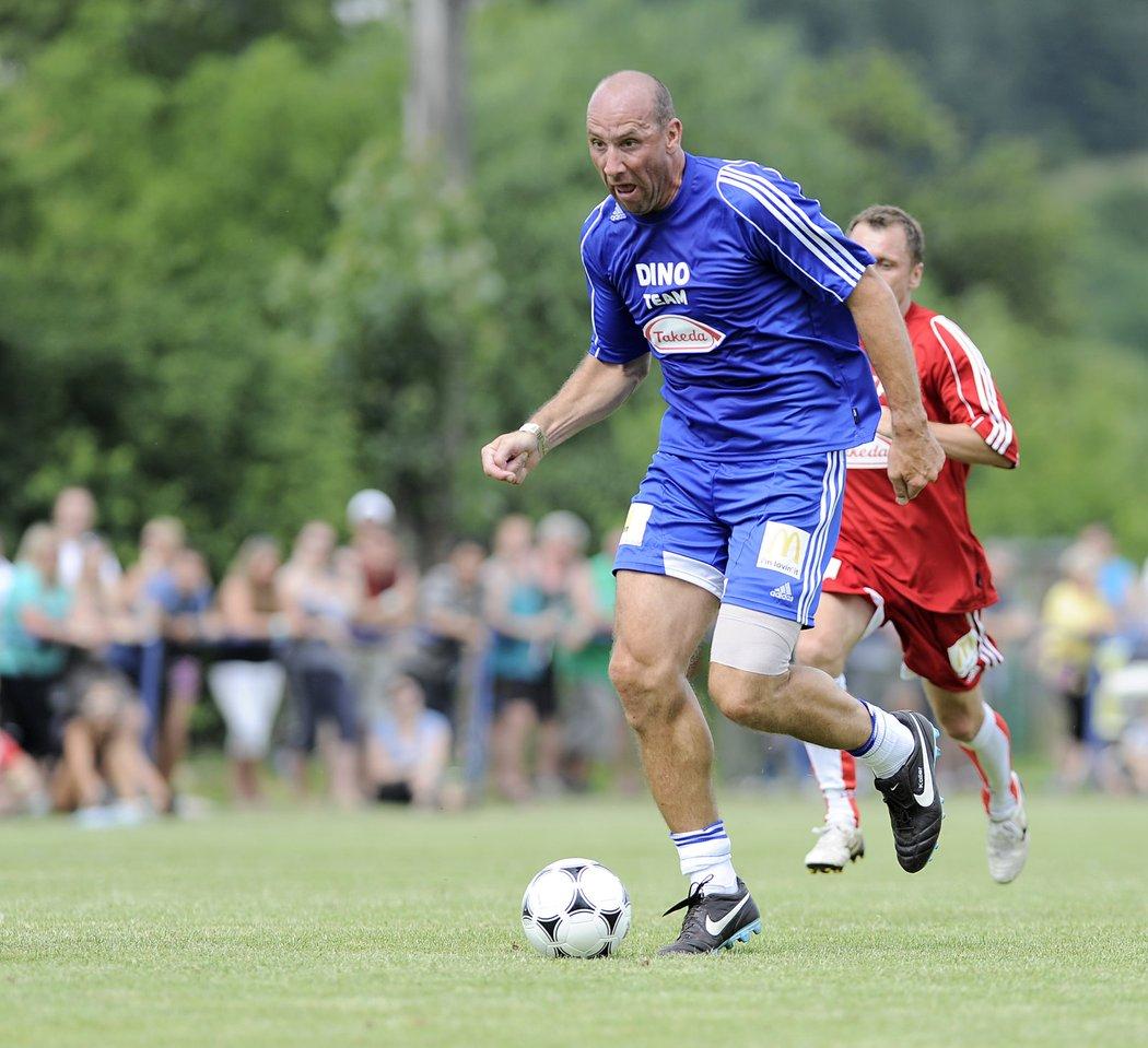 Na fotbalových narozeninách v Lipencích vedl jeden z týmů i bývalý reprezentační kanonýr Jan Koller