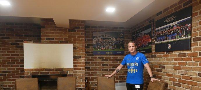 David Limberský Sport Magazínu ukázal ve svém domě pánský koutek, kde se potkává se svými přátely