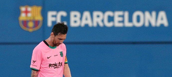 Lionel Messi se po 21letech rozloučil s dresem Barcelony, která s ním kvůli finančním problémům nemohla podepsat novou smlouvu