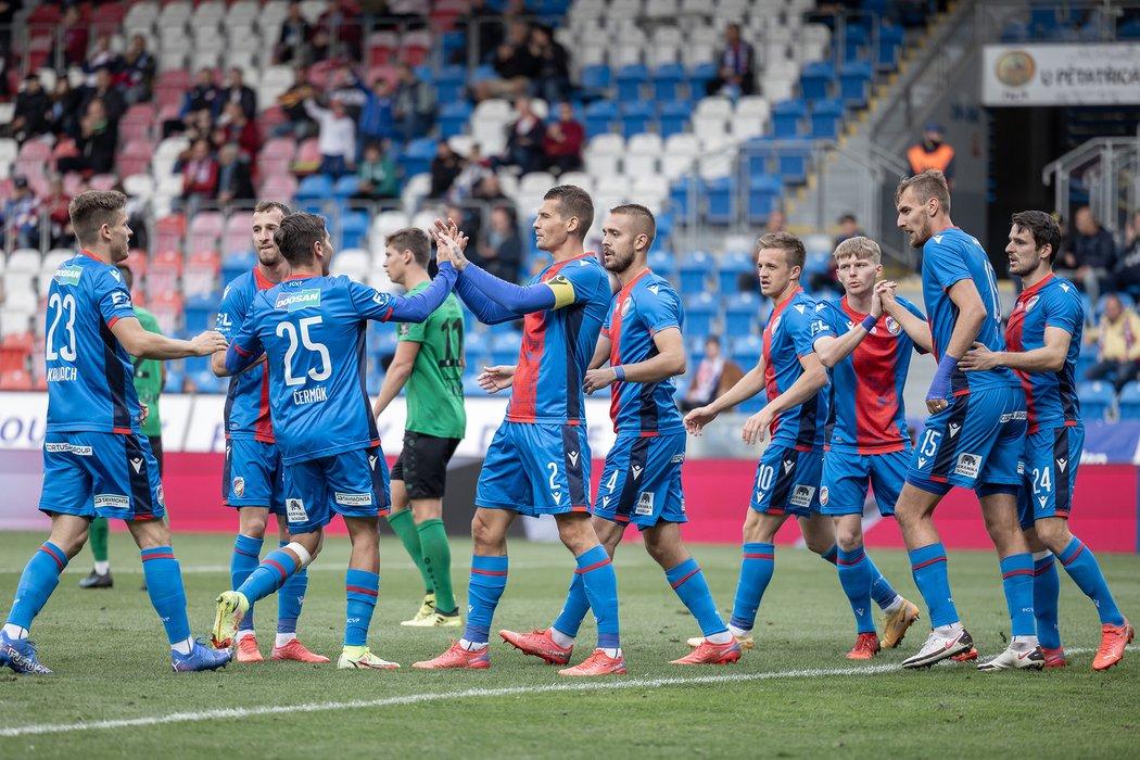 Fotbalisté Plzně slaví gól v MOL Cupu proti Příbrami