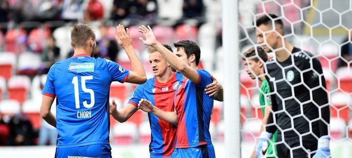 Fotbalisté Plzně slaví gól proti Příbrami