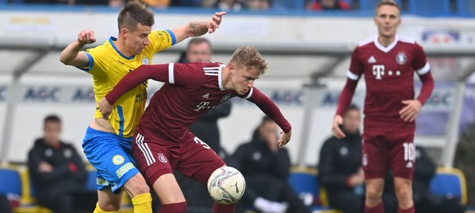 MOL Cup ONLINE: Teplice - Sparta 0:1. Karlsson dal penaltu, domácí v deseti