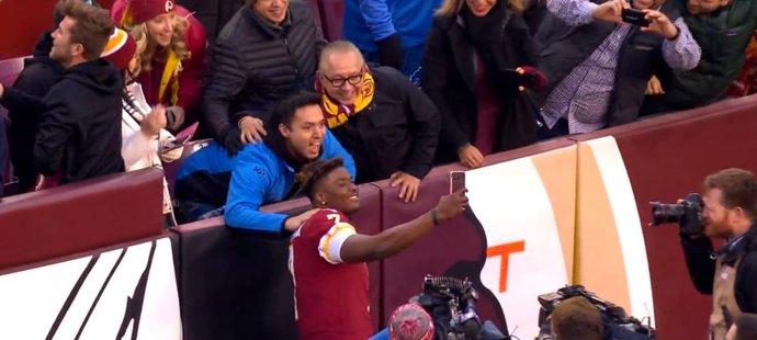Selfie, kvůli které Dwayne Haskins nestihl konec zápasu Washingtonu s Detroitem