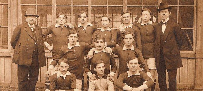 Tým Viktorie Plzeň v roce 1911 v době založení klubu
