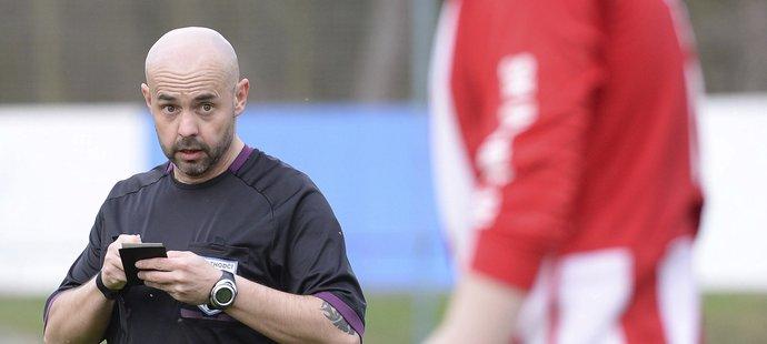 Rozhodčí Zdeněk Vaňkát nemá nejlepší pověst, kvůli mimofotbalovým problémům se dostal až k soudu.