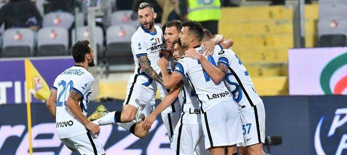 Inter slaví gól na hřišti Fiorentiny