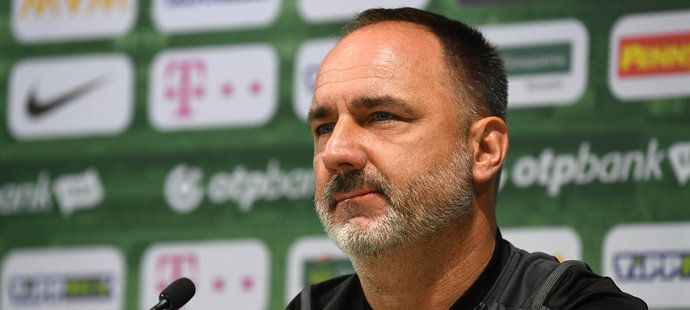 Jindřich Trpišovský na tiskové konferenci