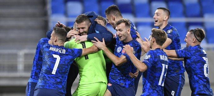 Slovensko si po dramatu zahraje o EURO. Čechy čeká ve skupině Srbsko, nebo Skotsko