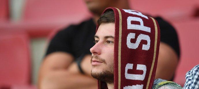 Sparťanský fanoušek během utkání proti Olomouci