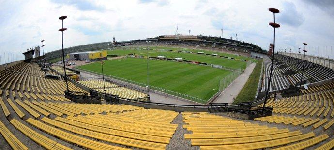 Na pražském Strahově jsou dva velké stadiony - na větším má tréninkové centrum Sparta, menší slouží mimo jiné jako tréninkové zázemí pro českou fotbalovou reprezentaci