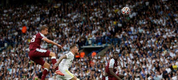 Tomáš Souček a jeho hlavička během utkání s Leedsem