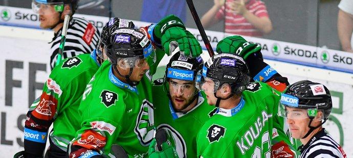 Mladoboleslavští hokejisté se radují z gólu útočníka Ondřeje Najmana