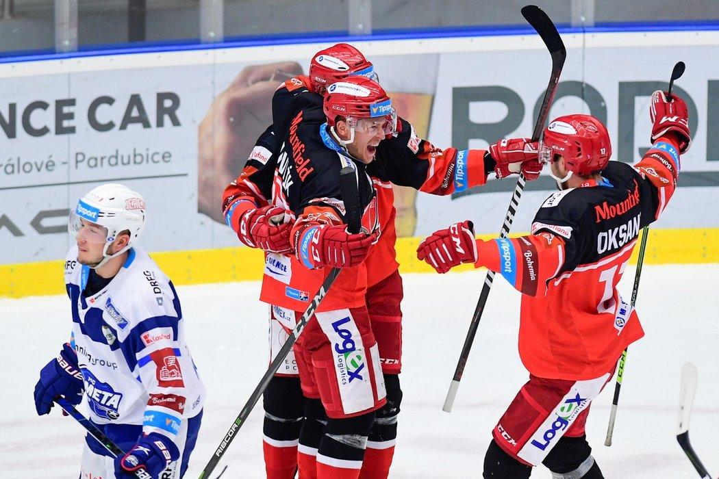 Hradečtí hokejisté se radují z gólu