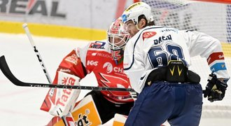 Jágr arrived, there was a crowded hall in Pardubice.  From Kladno it was: We envy