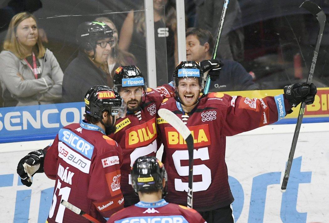 Elitní sparťanské komando pod vedením kapitána Michala Řepíka (uprostřed) se raduje z gólu