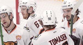 Děsivý let týmu KHL s Čechy! Nouzově přistáli kvůli odbyté kontrole dveří