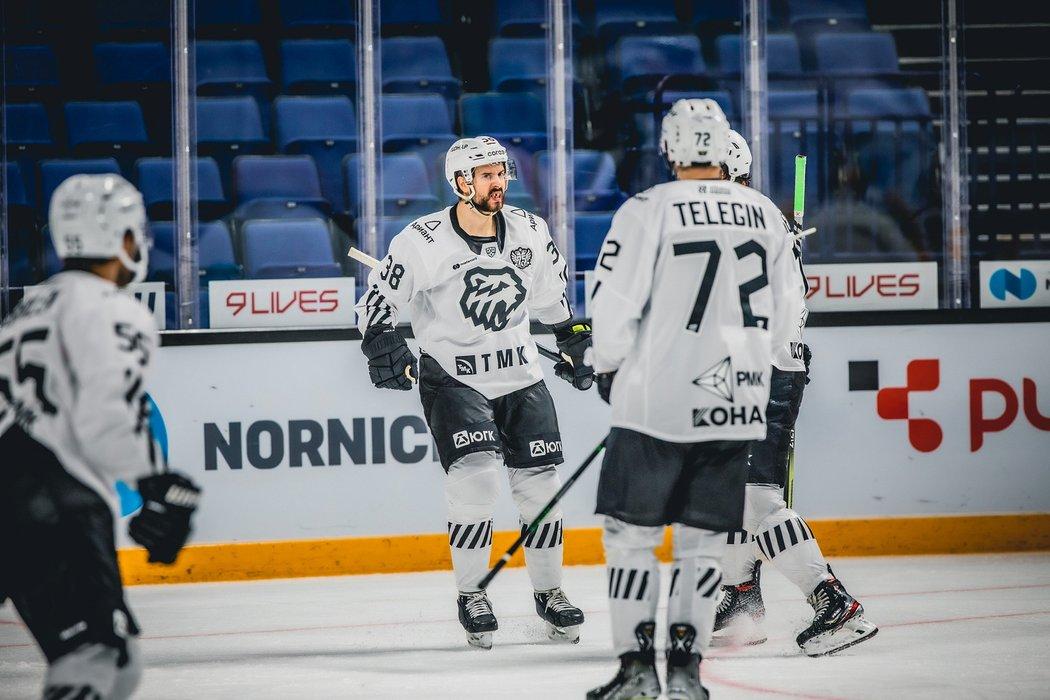 Tomáš Hyka se proti Jokeritu gólově prosadil, ale Čeljabinsk získal ze zápasu jen bod