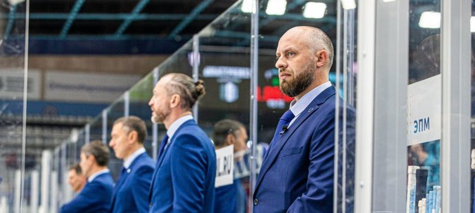 Rarita v KHL. Hokejový fanoušek Alexandr Kovalčuk se na jeden den stal trenérem týmu Sibir Novosibirsk