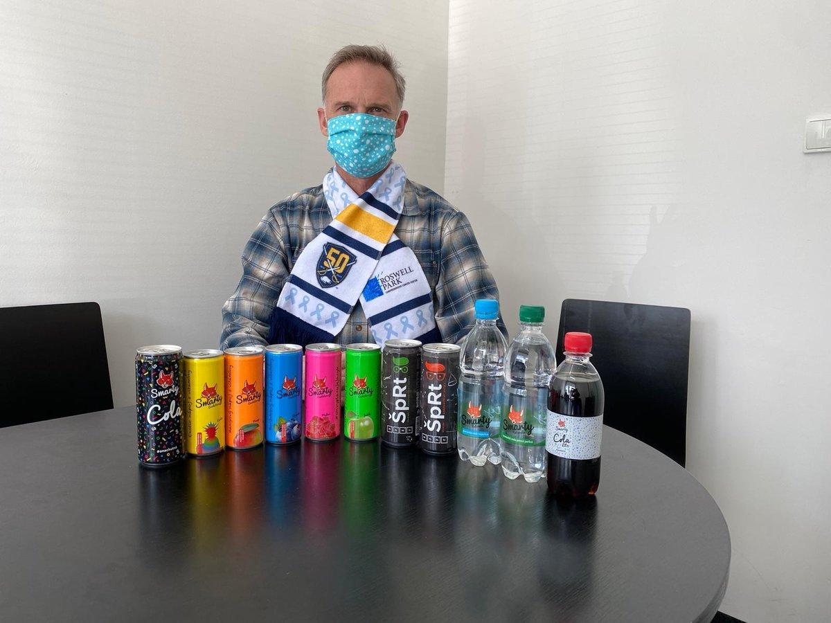 Dominik Hašek děkuje hrdinům z první linie a nabízí zdarma pitný režim