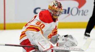 NHL ONLINE: Vladař v brance Calgary, Vaněček po třech gólech střídal
