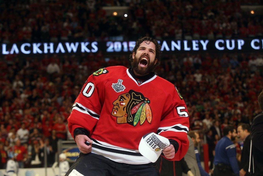 Gólman Corey Crawford vychytal Chicagu dva Stanley Cupy, po patnácti letech se s Blackhawks loučí