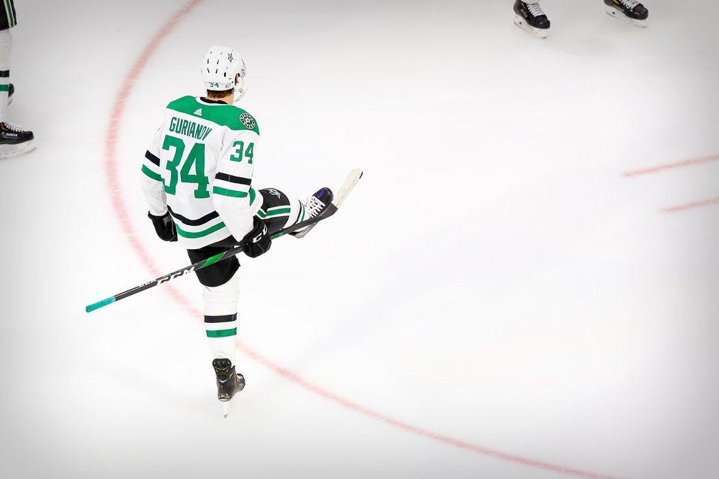 Denis Gurjanov podepsal novou dvouletou smlouvu s Dallasem, jemuž v minulé sezoně NHL pomohl k postupu do finále Stanleyova poháru.
