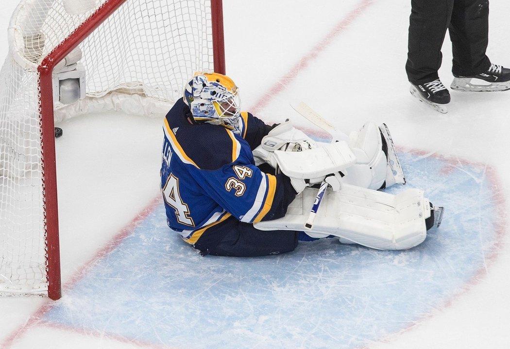 Loňský vítěz Stanleyova poháru St. Louis vyměnil brankáře Jakea Allena do Montrealu za volby v třetím a sedmém kole letošního draftu hokejové NHL