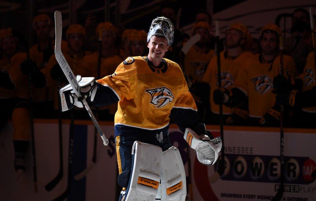 Pekka Rinne potvrdil loučení s Nashvillem. Na fotce po posledním zápase proti Carolině