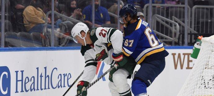Český útočník Michael Frolík se v přípravě NHL objevil v dresu St. Louis Blues