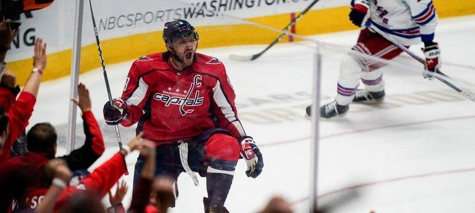 Alex Ovečkin slaví svůj gól č. 732 v NHL