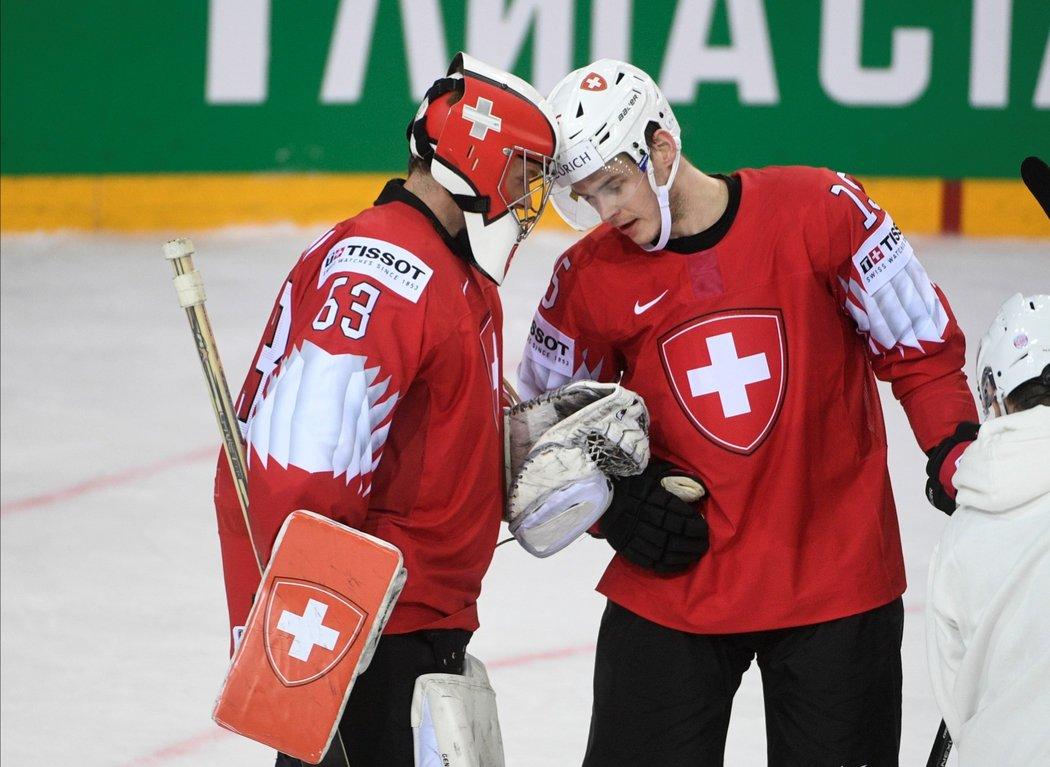 Švýcarský útočník Grégory Hofmann (vpravo) po vydařeném mistrovství světa podepsal smlouvu s Columbusem