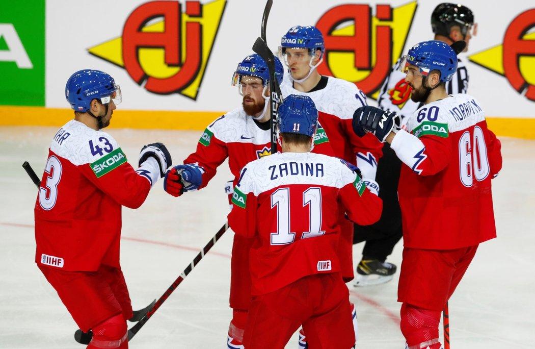 Čeští hokejisté se radují z první trefy utkání proti Bělorusku