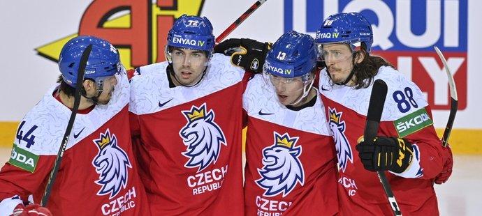 Čeští hokejisté se radují z první branky Jakuba Vrány