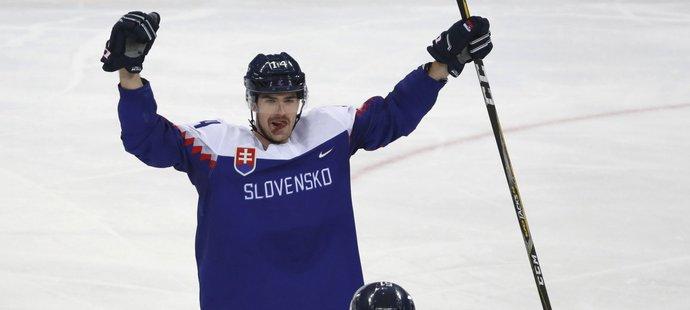 Peter Čerešňák se raduje z gólu do sítě ruského týmu na olympiádě v Pchjongčchangu