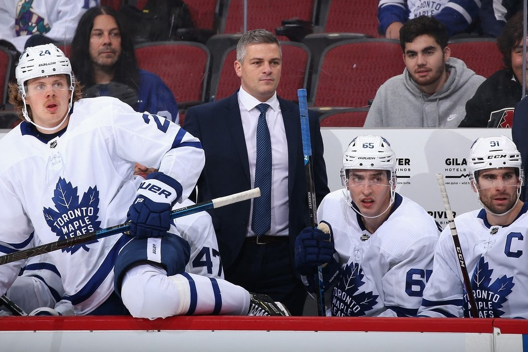 Sheldon Keefe na střídačce Toronta Maple Leafs