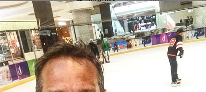 Jan Novák ze Slavie si zahrál hokej i na dovolené v Dubaji