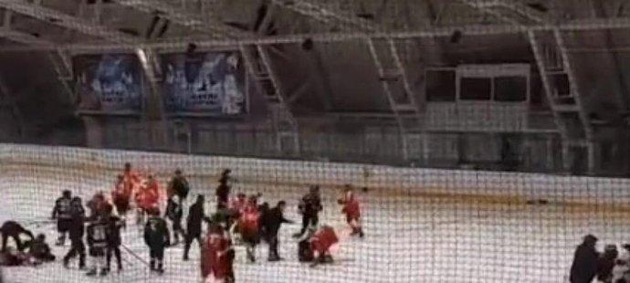 Srbský hokej znepokojila hromadná bitka mezi dorostenci Crvene Zvezdy a Partizanu Bělehrad