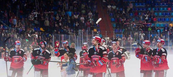 Spokojení hokejisté Hradce po otočce v derby s Pardubicemi