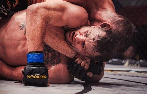 Viktor Pešta porazil Stephana Pütze na TKO ve 3. kole, zápas ukončil doktor
