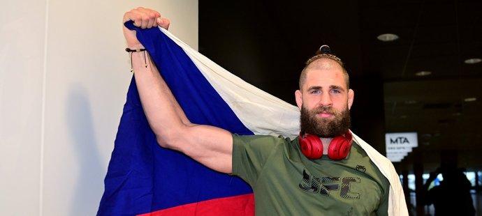 Jiří Procházka je po fantastickém představení v UFC zpátky v Praze