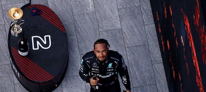 Lewis Hamilton dosáhl na další úžasný kariérní milník