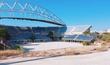 Mimo vysoké náklady organizátoři olympiád sklízejí kritiku za neefektivní investice – patří k nim i tento stadion na plážový fotbal v Aténách.