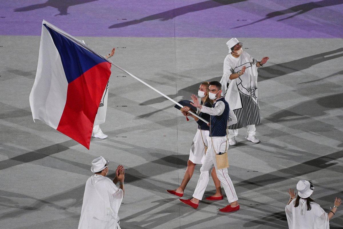Petra Kvitová s Tomášem Satoranským přivádějí českou výpravu na olympijský stadion