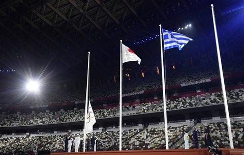 Olympijská vlajka na tokijském stadionu klesá, štafetu přebírá Paříž